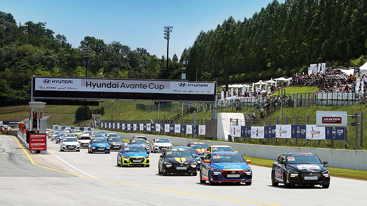 front view of some amateur racers drive the cars in Hyundai avante cup